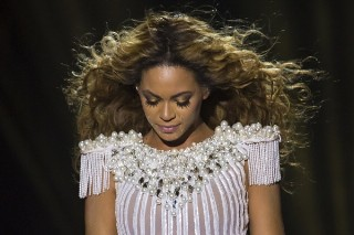 Beyonce Holds Moment Of Silence For Trayvon Martin At Mrs. Carter Show Concert
