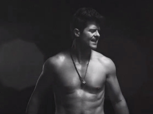 Robin Thickes Sexiest Video Moments: 20 Temperature