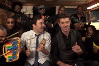 "Robin Thicke Performs ""Blurred Lines"" With Jimmy Fallon, The Roots & Some Children's Instruments: Watch"