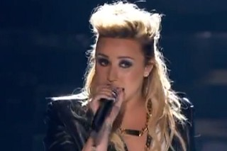 """Teen Choice Awards 2013: Demi Lovato Performs """"Made In The USA"""""""