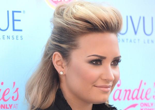 Demi Lovato Looks Edgy At Teen Choice Awards 2013