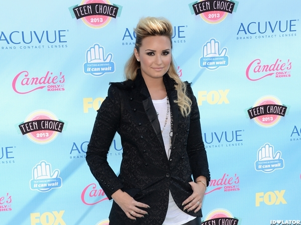 Demi Lovato Looks Edgy At Teen Choice Awards 2013