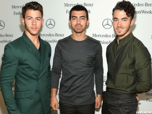 jonas-brothers-fashion-week-photo