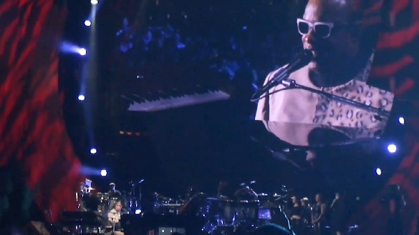 "Stevie Wonder Covers John Lennon's ""Imagine"" At Global Citizen Festival: Watch"