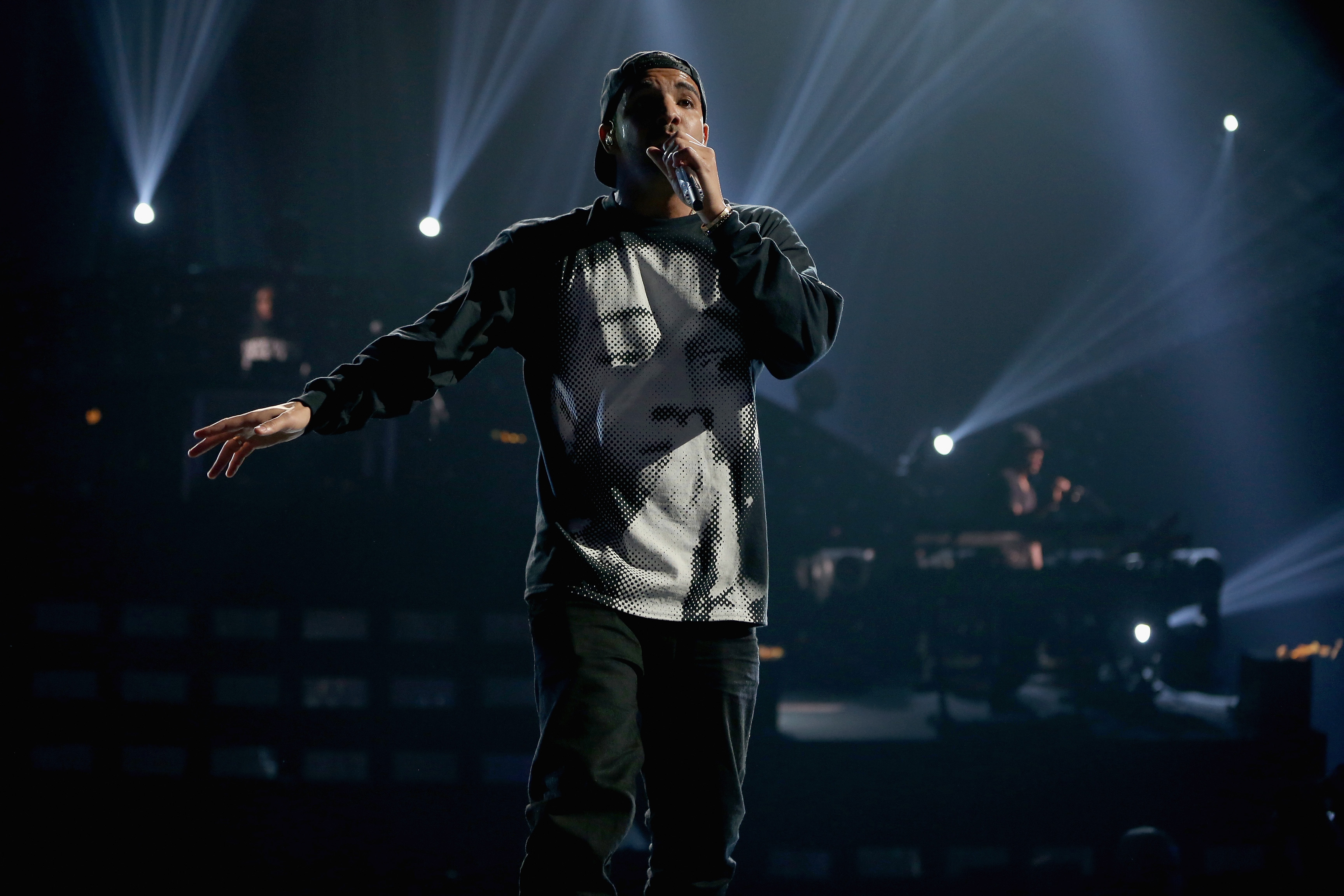 Drake Postpones Second Night Of His Tour