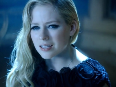"Avril Lavigne Gets Melodramatic With Chad Kroeger In ""Let Me Go"" Video: Watch"