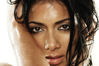 """Nicole Scherzinger Gets Into The Christmas Spirit With """"O Holy Night"""": Listen To A Snippet"""