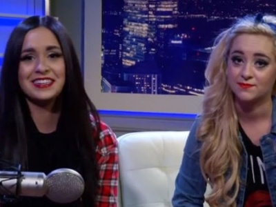 Megan & Liz Take Fan Requests & Perform Taylor Swift, De
