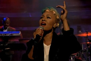 "Watch Emeli Sande Perform ""My Kind Of Love"" On 'Late Night With Jimmy Fallon'"