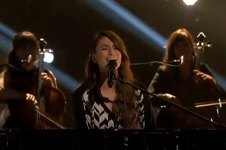 "'The Voice': Sara Bareilles Performs ""Brave"" On The Results Show"