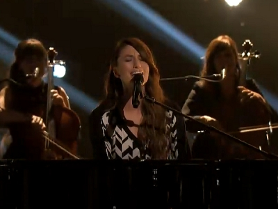 """'The Voice': Sara Bareilles Performs """"Brave"""" On The Results Show"""