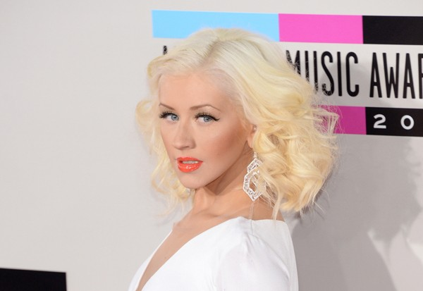 Christina Aguilera Heats Up The AMAs