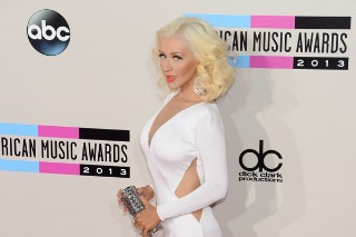 American Music Awards 2013: Christina Aguilera Is White Hot On The Red Carpet