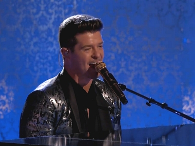 """'The Voice': Robin Thicke Performs """"Feel Good"""""""