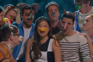 "'Glee' Uses Puppets To Ask ""What Does The Fox Say?"""