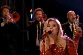 "'The Voice': Kelly Clarkson Performs ""Underneath The Tree,"" Matthew Schuler Axed"