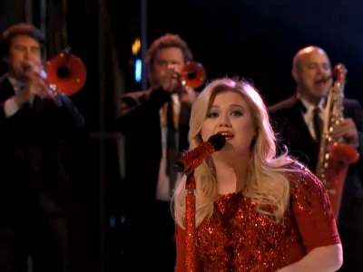"""'The Voice': Kelly Clarkson Performs """"Underneath The Tree,"""" Matthew Schuler Axed"""