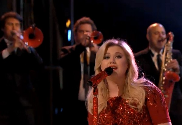kelly clarkson the voice underneath the tree 2013 wrapped in red