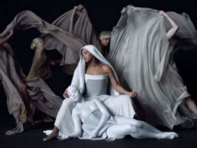 """Beyonce & Drake's """"Mine"""" Video: Watch The Artistic Clip"""