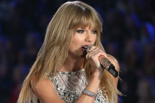 Taylor Swift Tops Most Charitable Celebrities List For Second Year In a Row