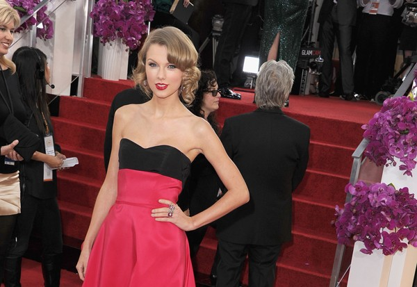 Taylor Swift Is Pretty In Pink