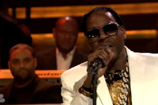 "Watch 2 Chainz Peform ""Outroduction"" With The Roots On 'Fallon'"