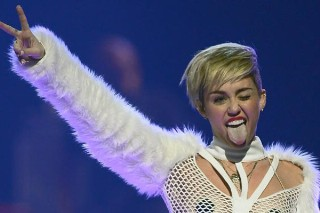 Miley Cyrus' Tongue Almost Killed A Construction Worker: Morning Mix