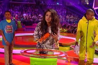 One Direction & Ariana Grande Win Big At Nickelodeon Kids' Choice Awards: Watch