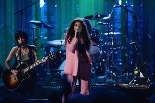 "Watch Lorde Front Nirvana Reunion For ""All Apologies"" At Rock Hall Of Fame Induction"