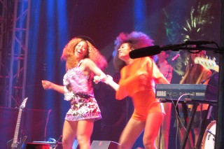 Coachella 2014: Beyonce Dances On Stage With Solange & Watches Capital Cities From The Wings