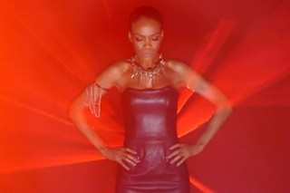 """Michelle Williams Heats Up The Screen In Her Smokin' """"Fire"""" Video: Watch"""
