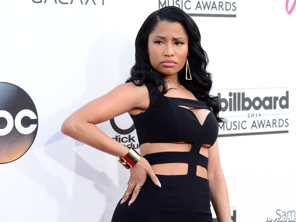 Nicki Minaj Is A Busty Babe At The BBMAs