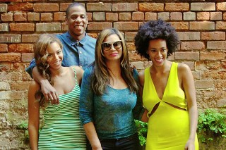 Beyonce Continues Damage Control By Posting Pics Of Jay Z And Solange On Tumblr: Morning Mix