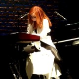 "Tori Amos Covers Madonna's ""Frozen"""