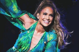 Jennifer Lopez Brings Out Ja Rule & Pays Tribute To Selena At Bronx Concert: Watch