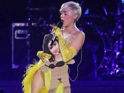 "Miley Cyrus Performed ""FU"" While Holding A Cardboard Cut-Out Of Selena Gomez: Morning Mix"