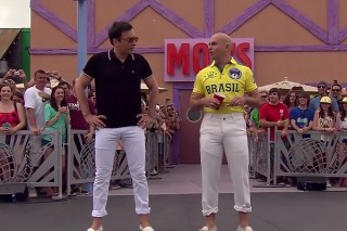 Pitbull Plays Giant Beer Pong With Jimmy Fallon In Those Tight, White Rolled-Up Pants: Watch