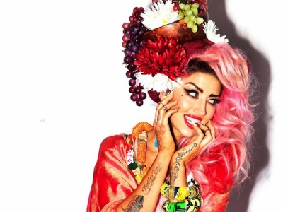 "Neon Hitch Cleans Out Her Closet With ""Yard Sale"": Listen"