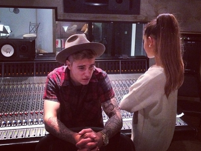 """Ariana Grande Explains What Happened To Her Justin Bieber Duet: """"We Both Got Busy"""""""