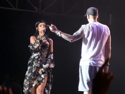 """Rihanna Joins Eminem To Perform """"Stan"""" At Lollapalooza: Watch"""