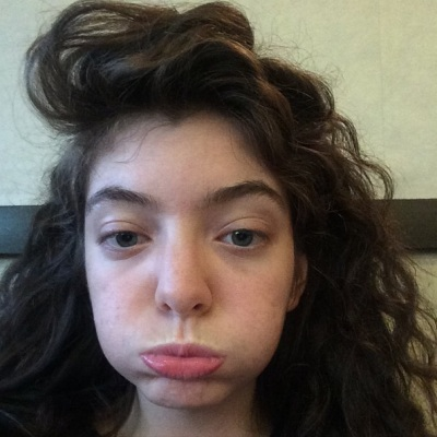 Lorde Posted A Makeup-Free Selfie, And It's Pretty Endearing: Morning Mix