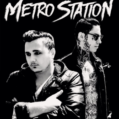 metro-station-love-war