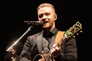 "Justin Timberlake Sings ""Happy Birthday"" To 8-Year-Old Autistic Fan At '20/20′ Concert: Watch"