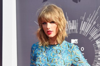 """Taylor Swift Calls Out Her """"Sexist"""" Haters: Morning Mix"""