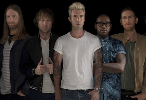 Maroon 5 adam levine blond hair
