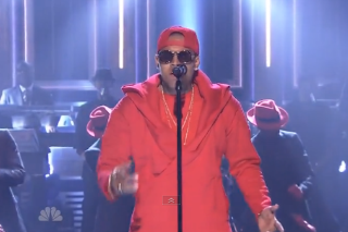 "Chris Brown Performs ""X"" And ""Loyal"" On 'Tonight Show Starring Jimmy Fallon': Watch"
