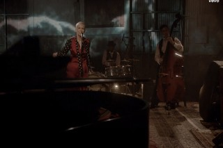 """Annie Lennox's """"I Put A Spell On You"""" Performance Video: Watch"""