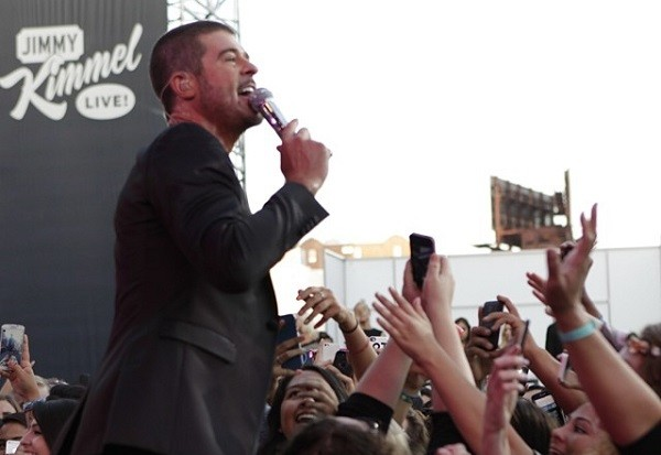 Robin Thicke Reportedly Cut In Line To Escape A Hurricane By Bribing Tourists: Morning Mix