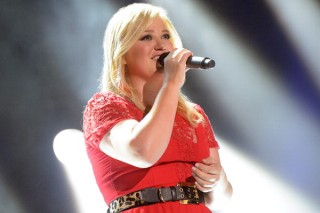 Kelly Clarkson Announces Christmas Benefit Concert: Reba, Kacey Musgraves, Meghan Trainor And More To Perform