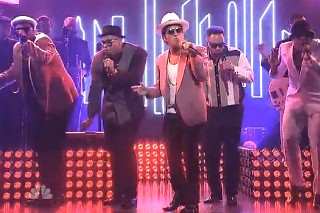 "Mark Ronson And Bruno Mars Perform ""Uptown Funk"" And Debut ""Feel Right"" On 'Saturday Night Live': Watch"